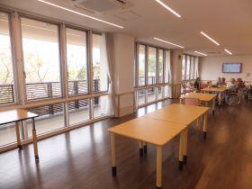 介護老人保健施設 三沢長生園 落ち着いた雰囲気の食堂